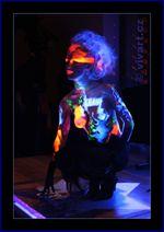 Bodypainting show s UV barvami
